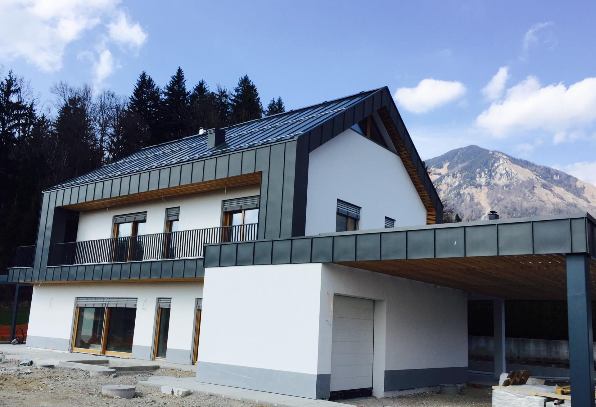 Enodružinska moderna hiša