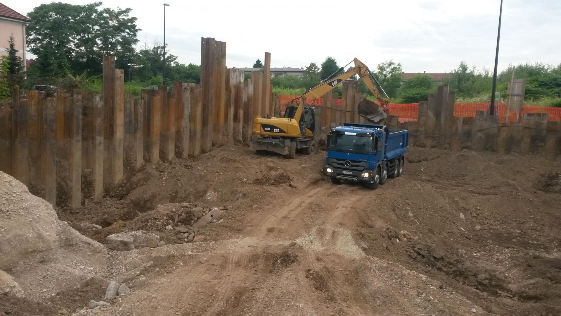 Gradbena jama