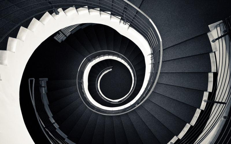 Premagovanje višinskih razlik med etažami še vedno sodi med primarno funkcijo stopnic