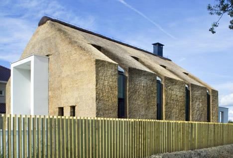 Slamnata streha, cena za prekrivanje strehe s slamo