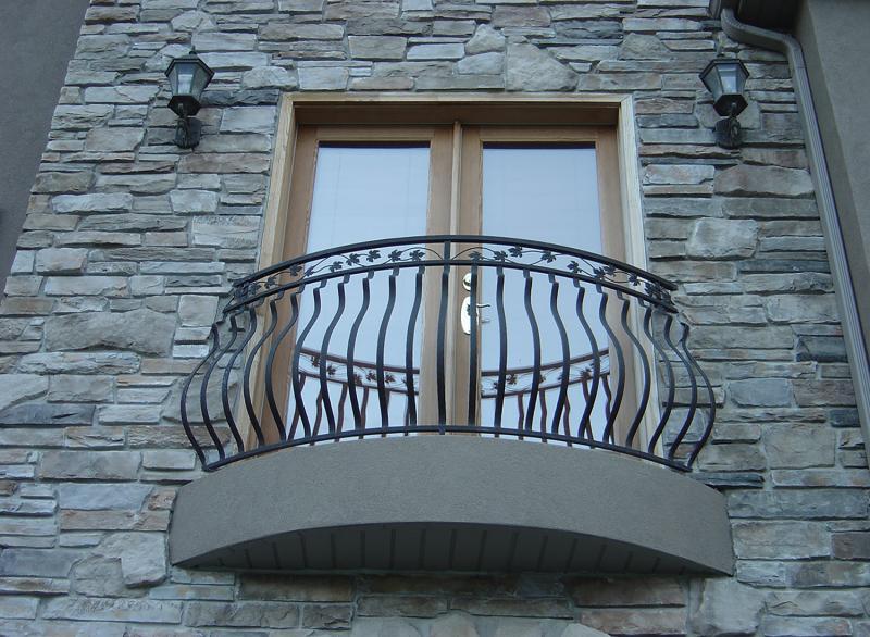 Kovano ograjo lahko uporabite tudi na balkonu