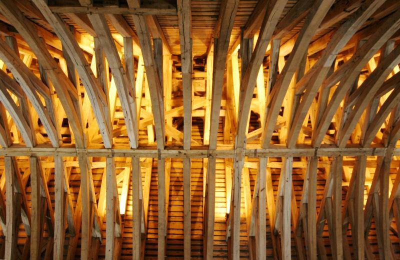 Ostrešje: kovinska, betonska in lesena konstrukcija strehe