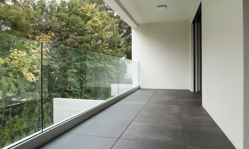 Keramične ploščice veljajo za klasično izbiro talne podlage balkona