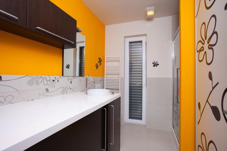 Pralna barva za kopalnico, vodoodporna barva