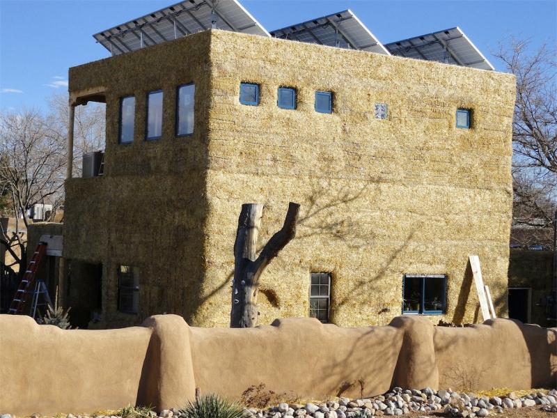Pasivna hiša iz slame, vir: pajaconstruction.com