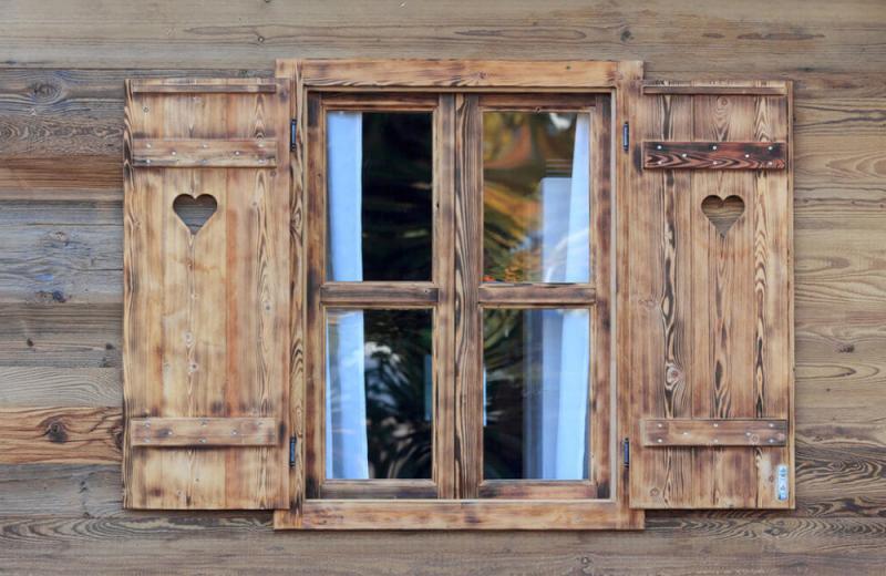 Popravilo oken iz lesa