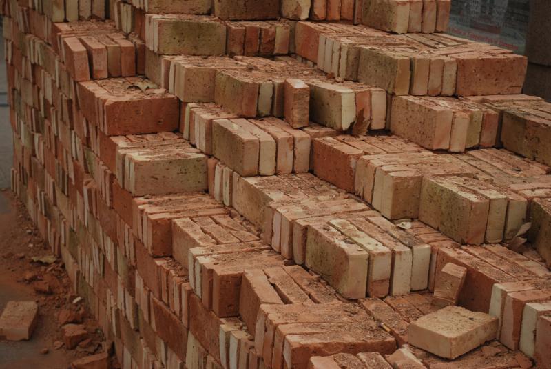Cena dela in gradbenega materiala pri gradnji hiše