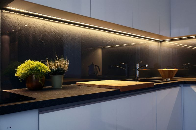 Kaljeno steklo za kuhinjo