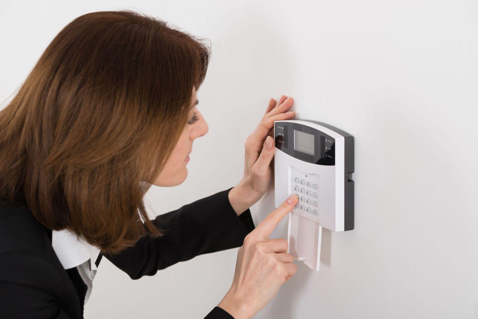 Alarmni sistem za hišo - žični, brezžični alarmni sistemi ali video nadzorni sistemi?