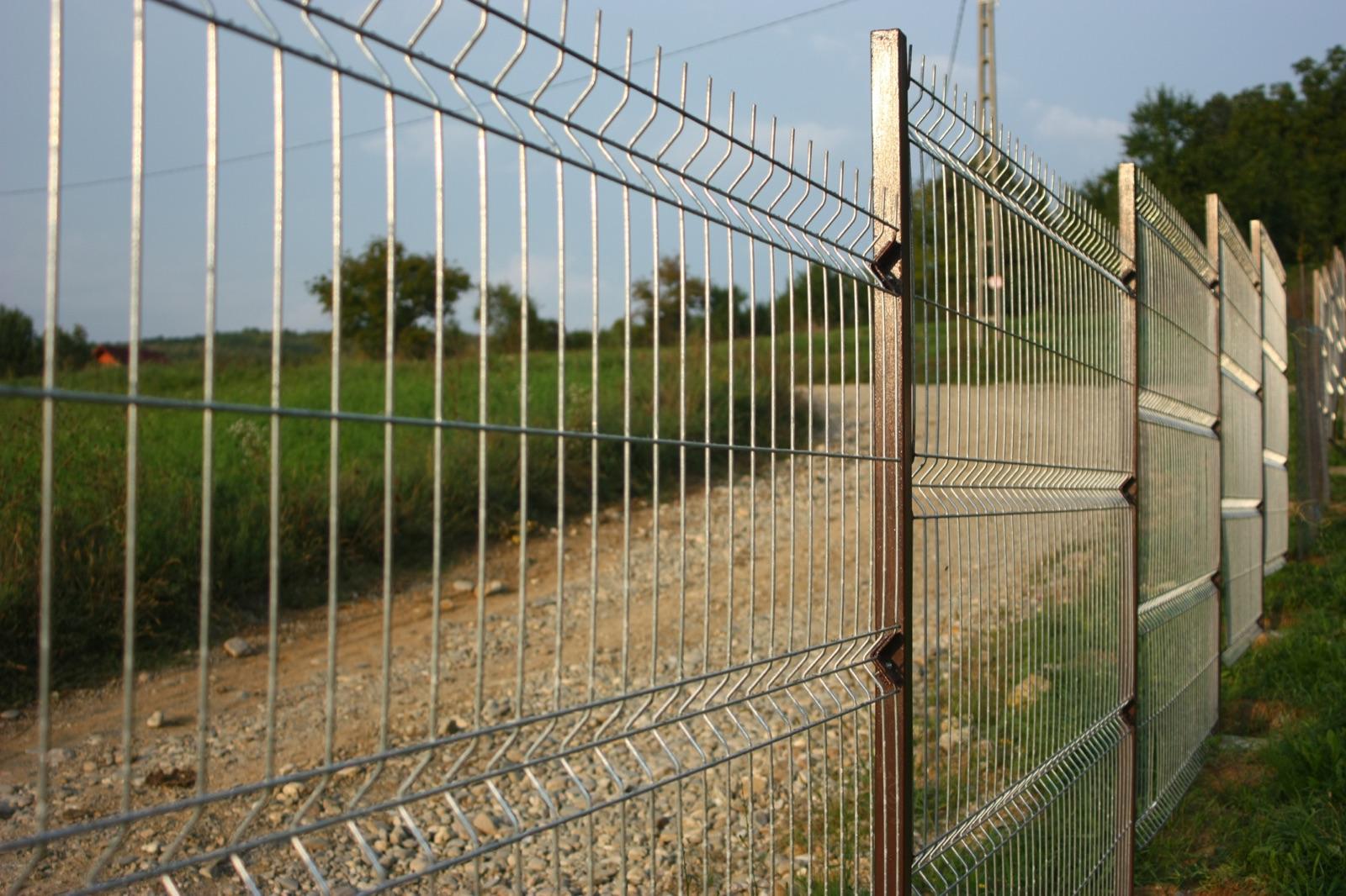 Panelna ograja in stebri za ograje