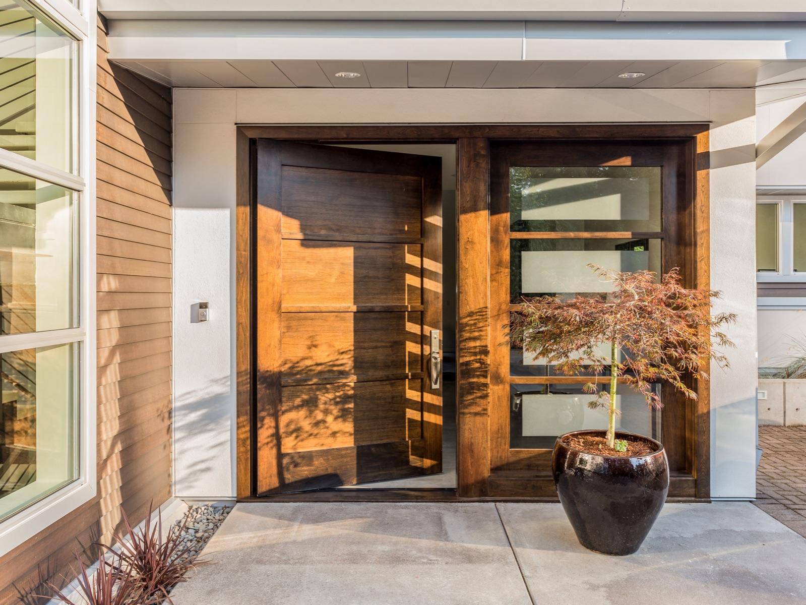 Lesena, PVC vhodna vrata ali ALU vhodna vrata?