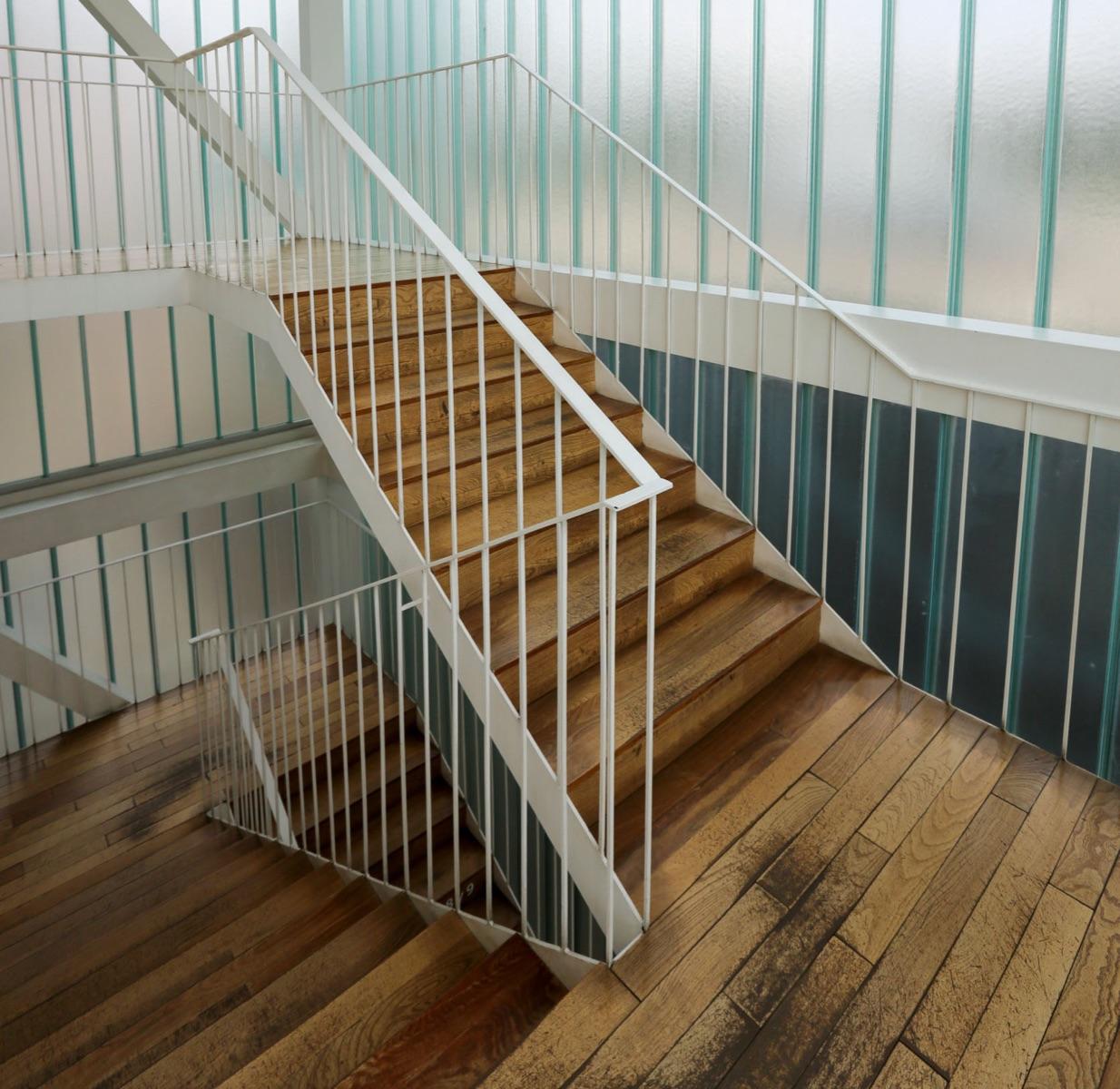 Stopnišče: stopnice, podest in ograja za stopnice
