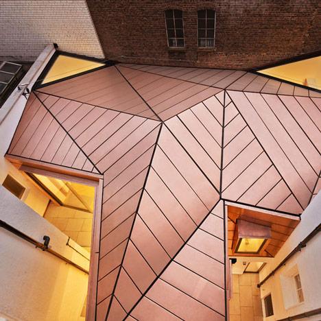 10 navdihujočih hiš s pločevinasto streho