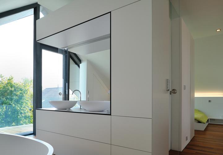 Moderna kopalnica s pogledom