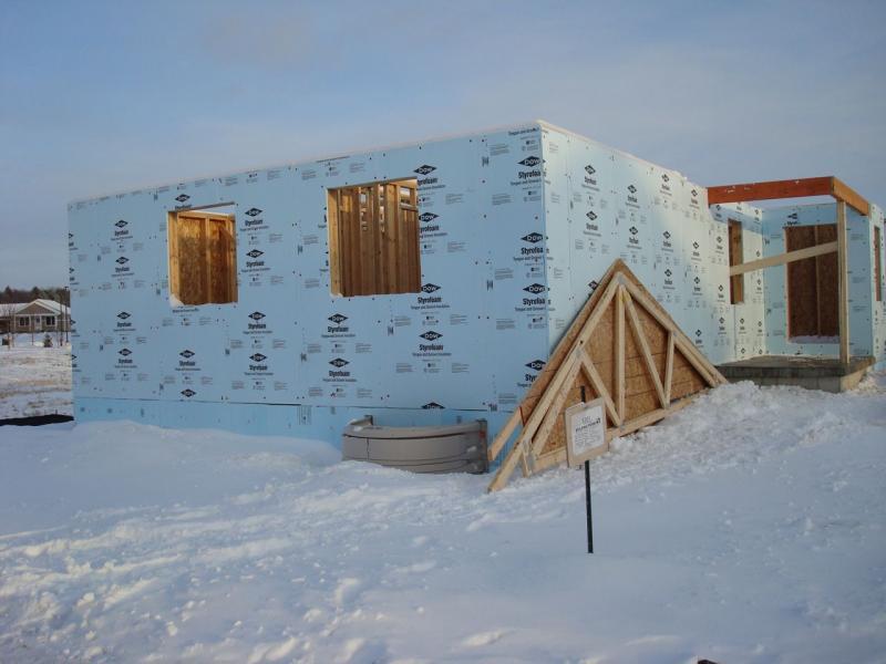 Montažna gradnja ni povezana s strjevanjem in sušenjem, zato mraz ne vpliva na gradnjo